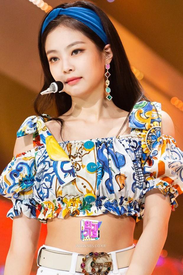 Trong khi stylist của Black Pink cứ mãi rập khuôn, thì stylist của Twice lại được khen ngợi nhờ chăm sáng tạo - Ảnh 2.
