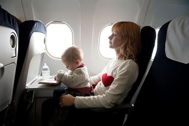 Vì sao dây an toàn của ô tô có phần bảo vệ vai mà máy bay lại không? Lời đáp khiến bạn ái ngại - Ảnh 6.