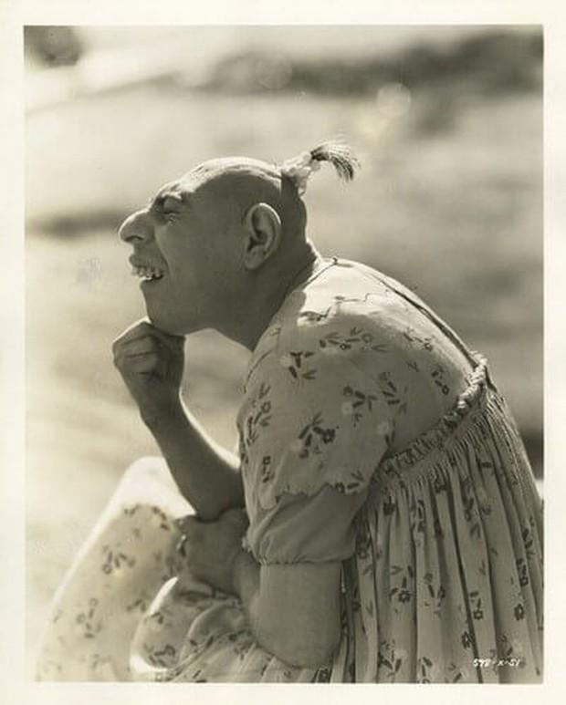 Dị nhân Schlitzie Đầu Nhỏ: Cuộc sống của một ngôi sao chẳng có gì ngoài danh tiếng, chết đi còn không có tiền xây mộ - Ảnh 4.