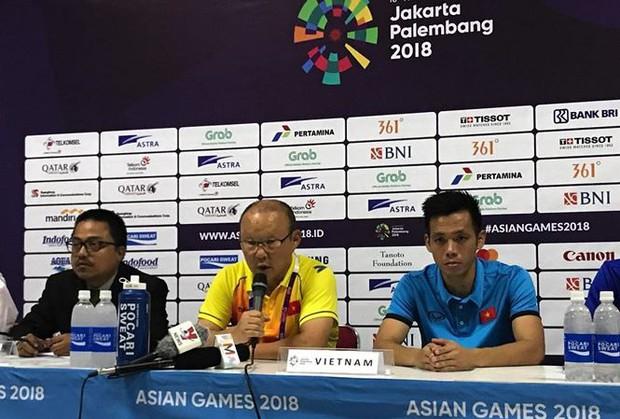 HLV Park Hang Seo cảm ơn cầu thủ sau chiến thắng Nepal - Ảnh 1.