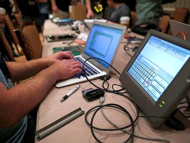Tin tặc 11 tuổi chỉ mất 10 phút đột nhập bản sao trang web bầu cử Mỹ - Ảnh 1.