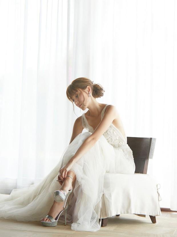 Tài tử TVB kết hôn nhưng điều đáng chú ý chính là nhan sắc tựa nữ thần cùng váy cưới lộng lẫy của cô vợ kém 22 tuổi - Ảnh 9.