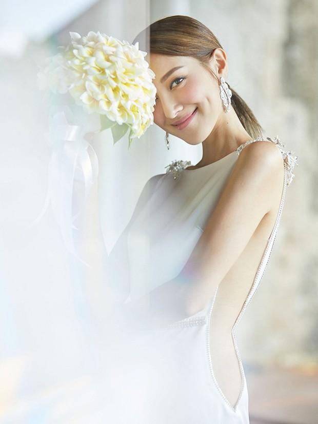Tài tử TVB kết hôn nhưng điều đáng chú ý chính là nhan sắc tựa nữ thần cùng váy cưới lộng lẫy của cô vợ kém 22 tuổi - Ảnh 10.