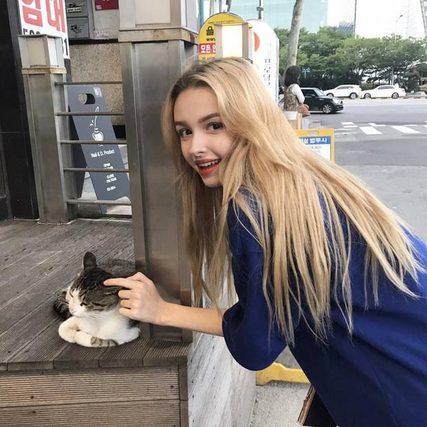 Ngất ngây với vẻ đẹp chuẩn búp bê của hot girl Uzbekistan 21 tuổi sống tại Hàn - Ảnh 3.