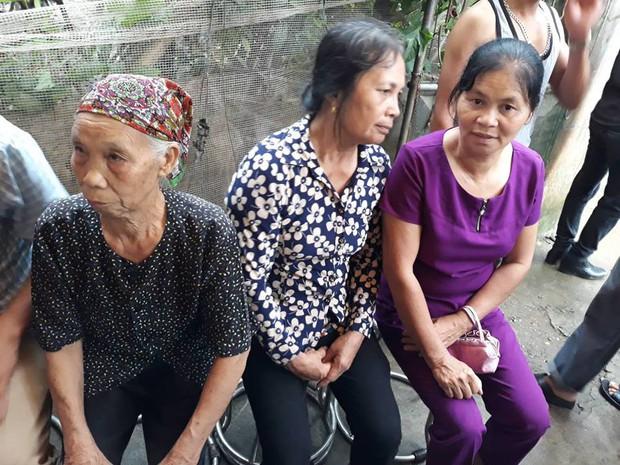 Người thân, hàng xóm khóc nghẹn trong lễ tang hai vợ chồng bị kẻ lạ sát hại trong đêm ở Hưng Yên - Ảnh 3.