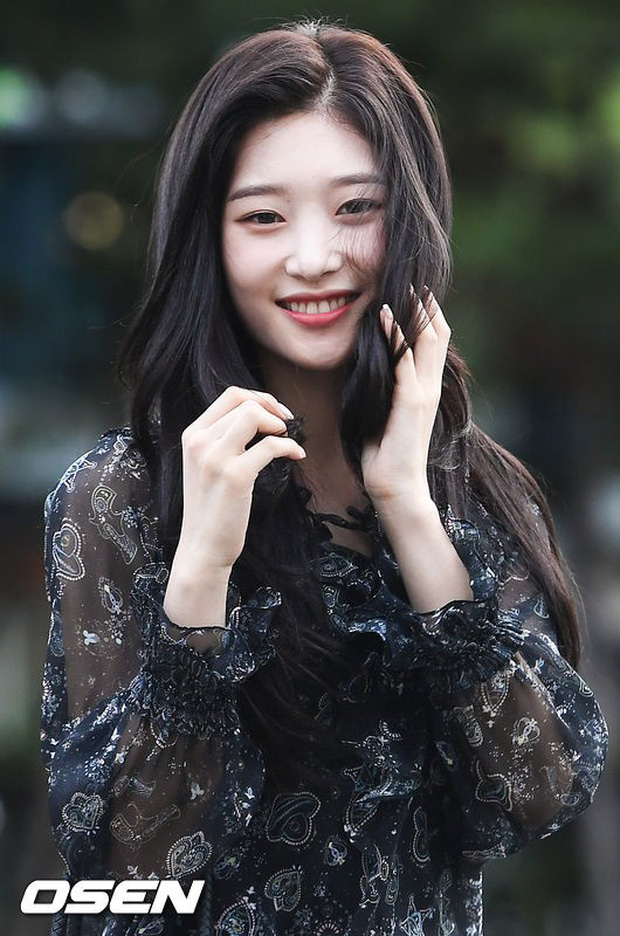 Màn đọ sắc hiếm của dàn idol Kpop: Nữ thần Irene bị mỹ nhân dao kéo lấn át, gương mặt vô danh bỗng được chú ý - Ảnh 5.