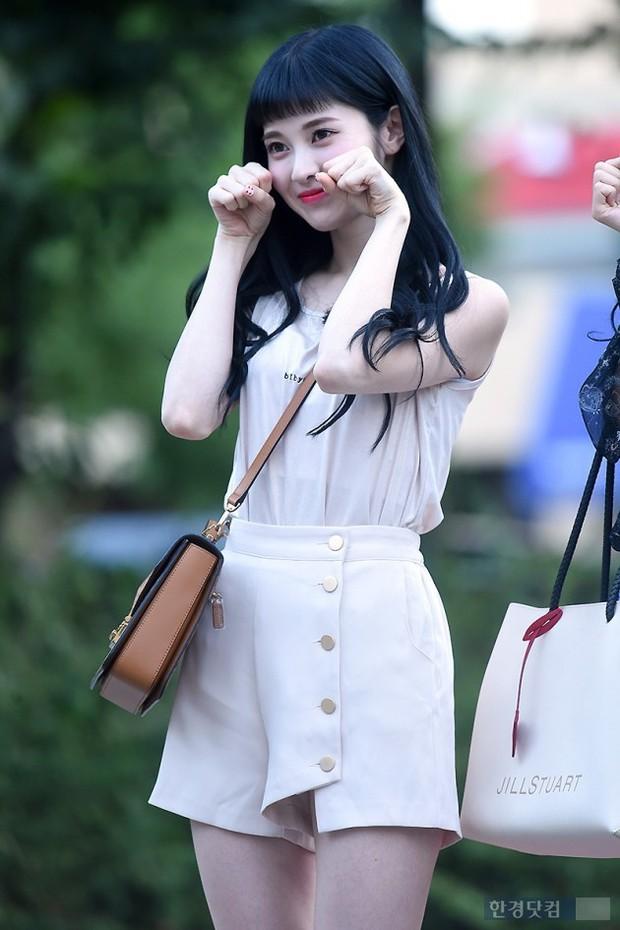 Màn đọ sắc hiếm của dàn idol Kpop: Nữ thần Irene bị mỹ nhân dao kéo lấn át, gương mặt vô danh bỗng được chú ý - Ảnh 25.