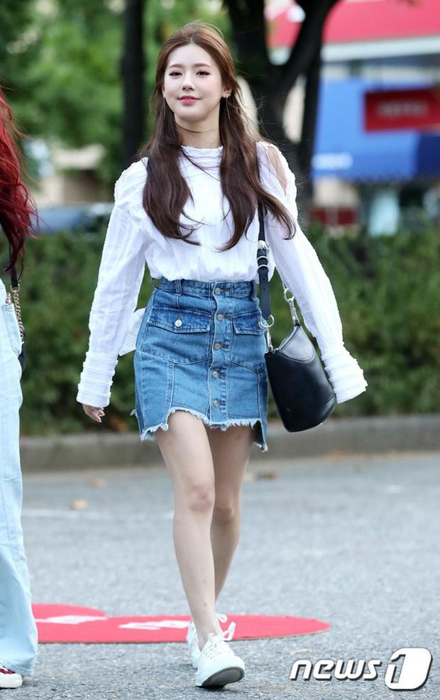 Màn đọ sắc hiếm của dàn idol Kpop: Nữ thần Irene bị mỹ nhân dao kéo lấn át, gương mặt vô danh bỗng được chú ý - Ảnh 16.