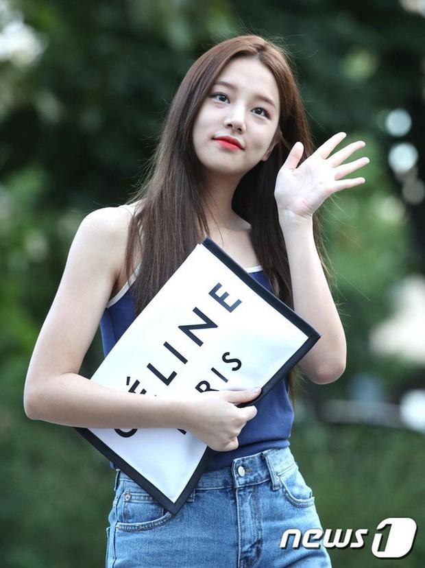 Màn đọ sắc hiếm của dàn idol Kpop: Nữ thần Irene bị mỹ nhân dao kéo lấn át, gương mặt vô danh bỗng được chú ý - Ảnh 23.