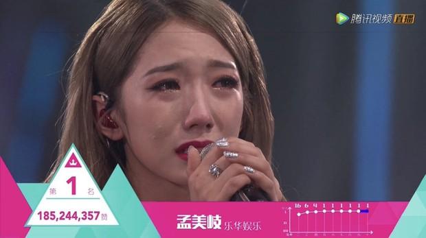 Toàn cảnh vụ lùm xùm đi để trở về của 2 cô gái dẫn đầu nhóm nữ chiến thắng Produce 101 Trung Quốc - Ảnh 2.