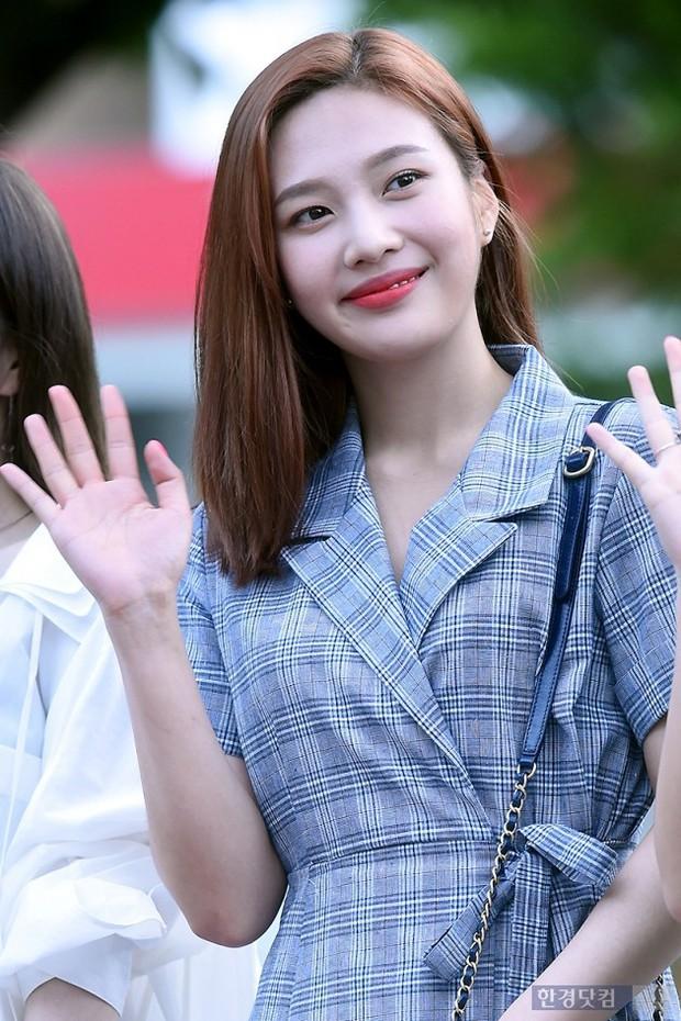 Màn đọ sắc hiếm của dàn idol Kpop: Nữ thần Irene bị mỹ nhân dao kéo lấn át, gương mặt vô danh bỗng được chú ý - Ảnh 7.