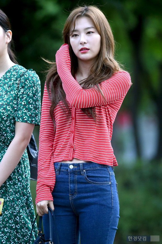 Màn đọ sắc hiếm của dàn idol Kpop: Nữ thần Irene bị mỹ nhân dao kéo lấn át, gương mặt vô danh bỗng được chú ý - Ảnh 18.