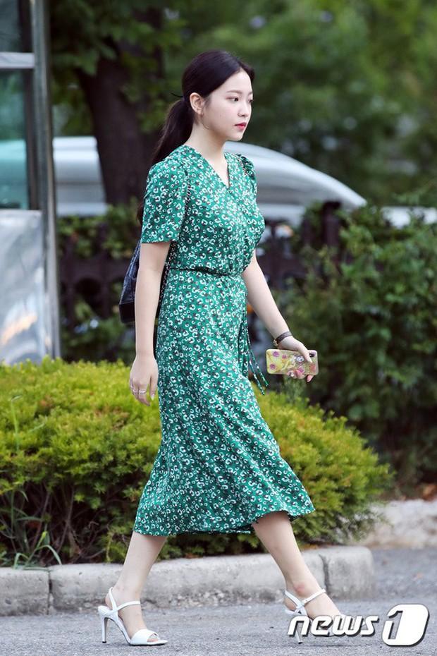 Màn đọ sắc hiếm của dàn idol Kpop: Nữ thần Irene bị mỹ nhân dao kéo lấn át, gương mặt vô danh bỗng được chú ý - Ảnh 19.