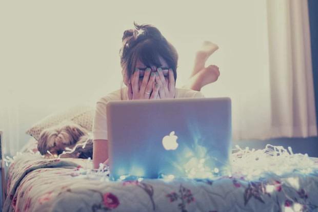 Dán mắt vào máy tính xách tay không ngừng nghỉ khiến bạn có nguy cơ gặp phải nhiều vấn đề sức khỏe tiềm ẩn - Ảnh 4.