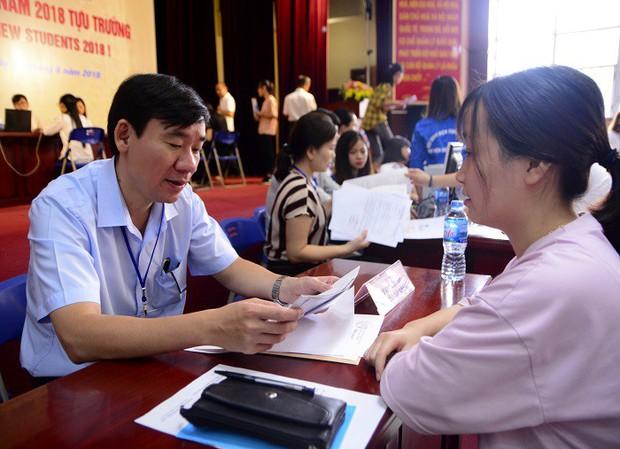 Nữ thủ khoa nghèo dân tộc Mường không có tiền học Đại học được miễn học phí, miễn ở ký túc xá và hỗ trợ tìm việc làm thêm - Ảnh 7.