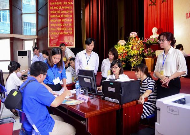 Nữ thủ khoa nghèo dân tộc Mường không có tiền học Đại học được miễn học phí, miễn ở ký túc xá và hỗ trợ tìm việc làm thêm - Ảnh 6.