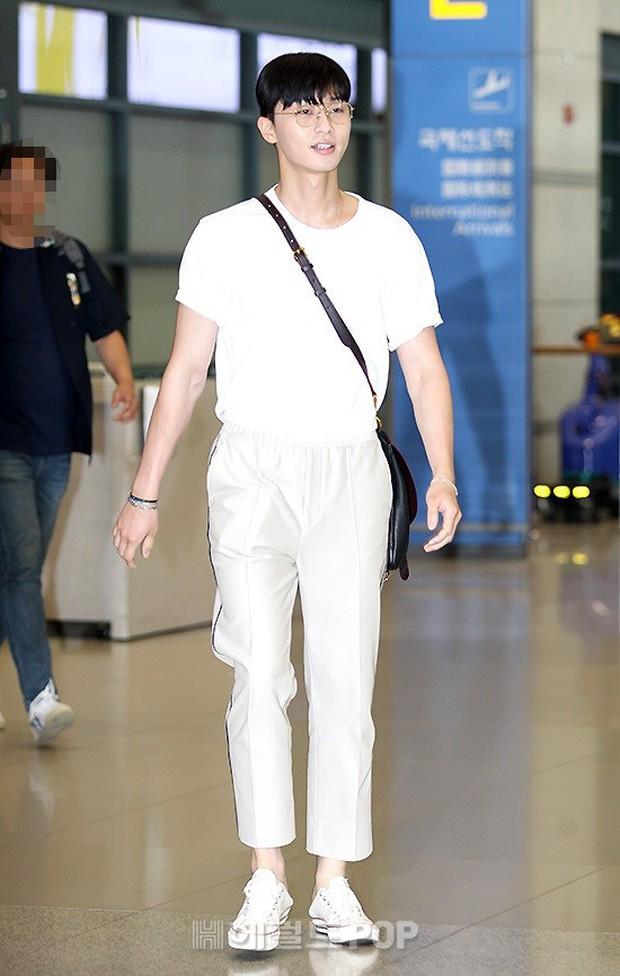 Đã đi du lịch, Park Min Young và Park Seo Joon còn diện đồ đôi và chụp hình cho nhau? - Ảnh 6.