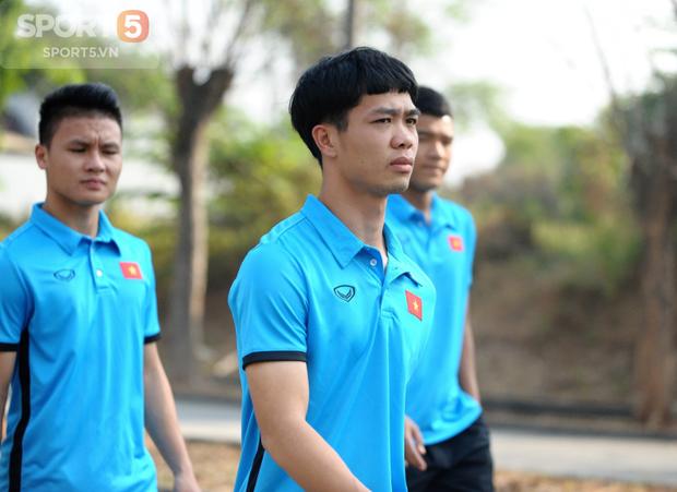 Tuyển thủ Olympic Việt Nam kêu đau lưng hàng loạt - Ảnh 1.