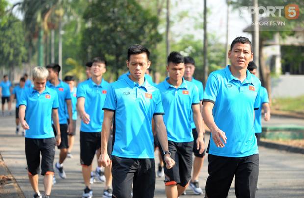Tuyển thủ Olympic Việt Nam kêu đau lưng hàng loạt - Ảnh 4.