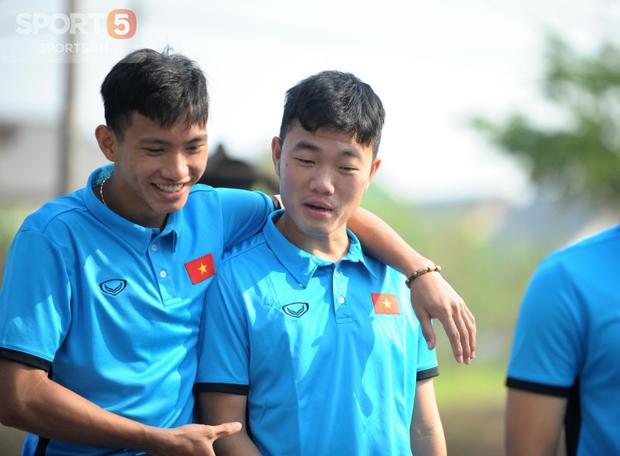 Tuyển thủ Olympic Việt Nam kêu đau lưng hàng loạt - Ảnh 6.