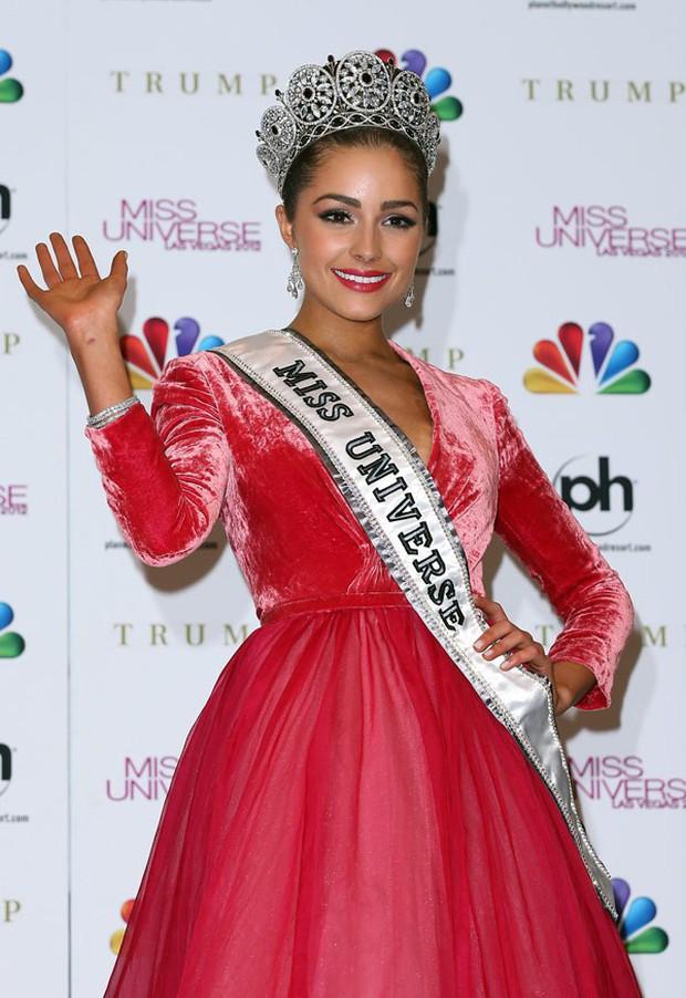 Hoa hậu Hoàn vũ 2012 lại khoe da thịt táo bạo sau scandal bị bạn trai bỏ vì chụp ảnh nude - Ảnh 3.