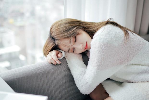 Cứ mắc những thói quen này khi ngủ thì chả mấy chốc bụng lại tăng vài size - Ảnh 4.
