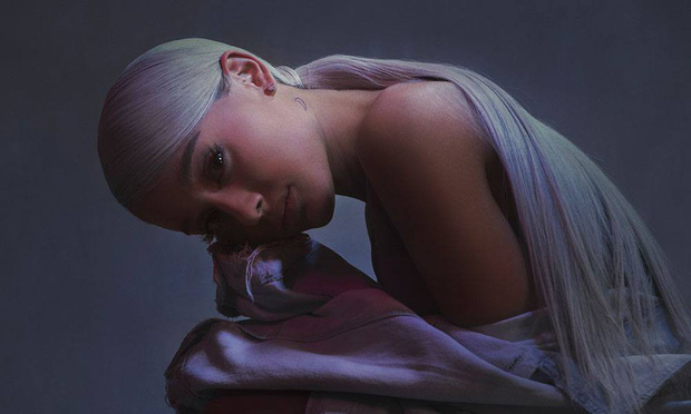 Vừa tung album mới, Ariana Grande đã trở thành nghệ sĩ nữ đầu tiên làm được điều này tại Mỹ - Ảnh 2.