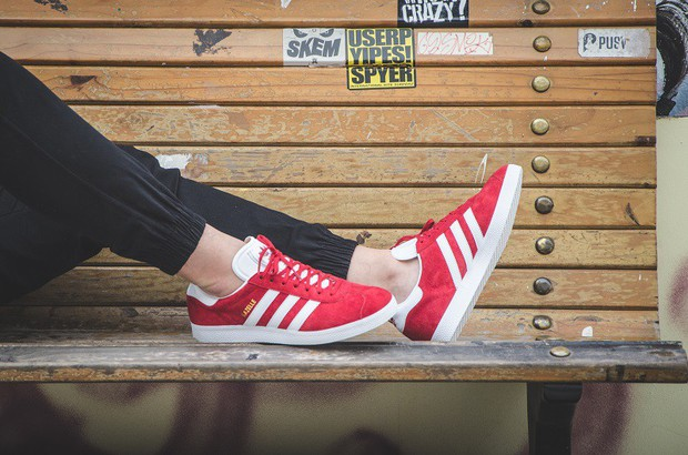 Sneakers đừng chỉ chọn trắng đen an toàn, còn có nhiều mẫu rực rỡ hot lắm đây này - Ảnh 8.