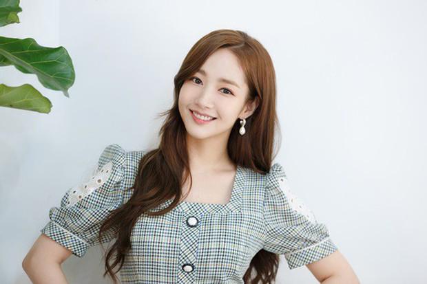 Park Min Young tức giận vì bị đồn hẹn hò Park Seo Joon đến mức uống rượu, tiết lộ sự thật về nghi án du lịch đôi - Ảnh 2.