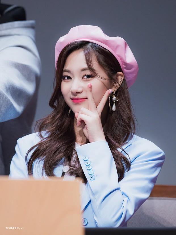 Thảm họa thẩm mỹ mới Naeun lại tiếp tục gây sốc vì tỏ tình với một... nữ thần Kpop trên sóng truyền hình - Ảnh 4.