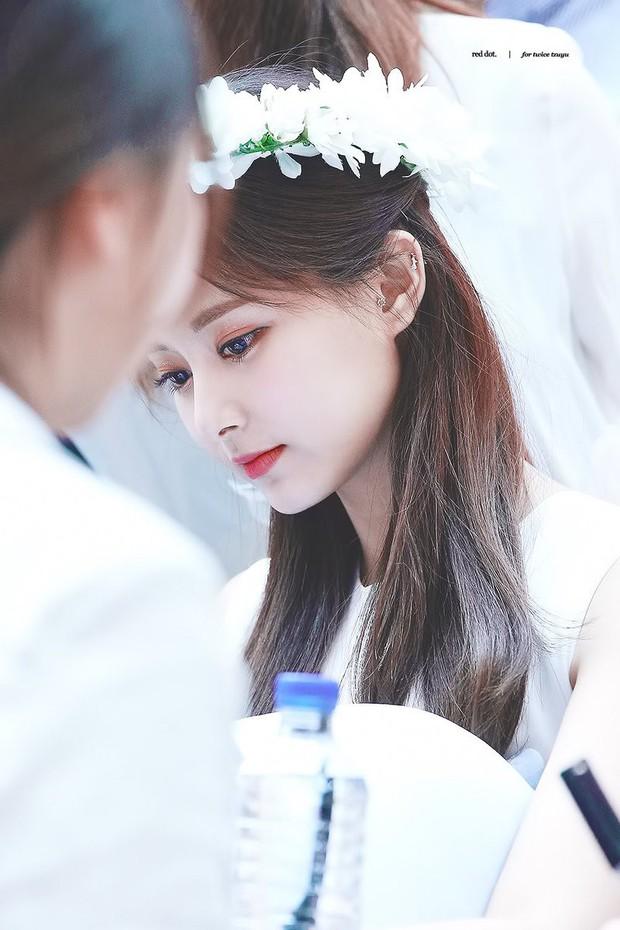 Thảm họa thẩm mỹ mới Naeun lại tiếp tục gây sốc vì tỏ tình với một... nữ thần Kpop trên sóng truyền hình - Ảnh 5.