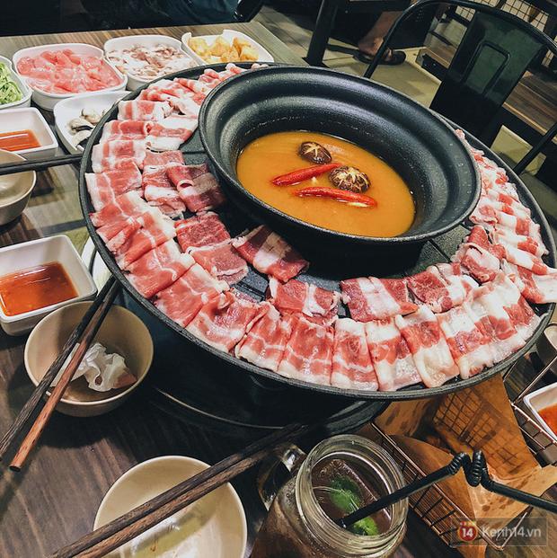 Những khay đồ ăn ngồn ngộn mà chỉ hội xôi thịt mới dám rủ nhau đi ăn ở Hà Nội - Ảnh 6.
