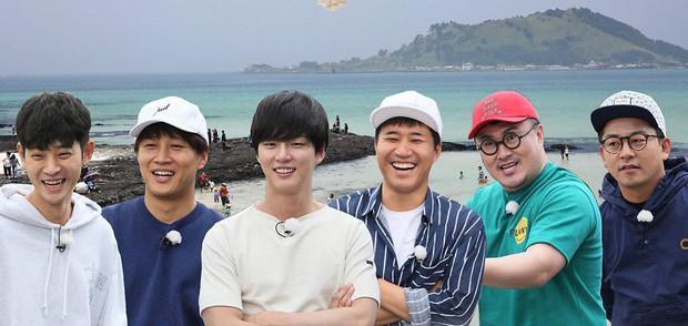Show thực tế đình đám của Hàn Quốc phải dừng quay hình vì thời tiết quá nóng - Ảnh 1.