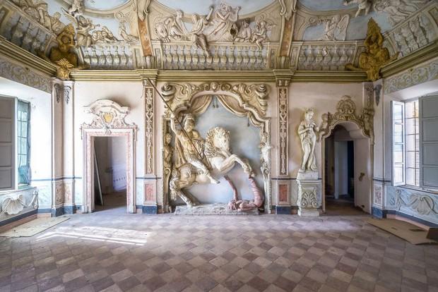 Cùng ngắm nhìn vẻ đẹp ma mị của 25 toà lâu đài và biệt thự bỏ hoang ở châu Âu - Ảnh 6.