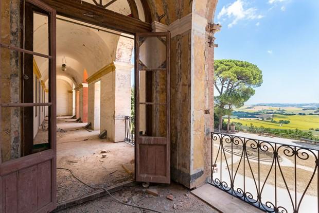 Cùng ngắm nhìn vẻ đẹp ma mị của 25 toà lâu đài và biệt thự bỏ hoang ở châu Âu - Ảnh 14.