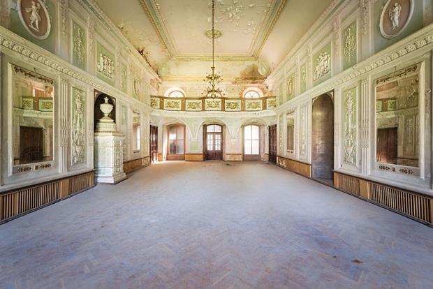 Cùng ngắm nhìn vẻ đẹp ma mị của 25 toà lâu đài và biệt thự bỏ hoang ở châu Âu - Ảnh 16.