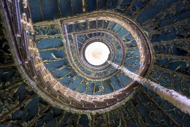 Cùng ngắm nhìn vẻ đẹp ma mị của 25 toà lâu đài và biệt thự bỏ hoang ở châu Âu - Ảnh 22.