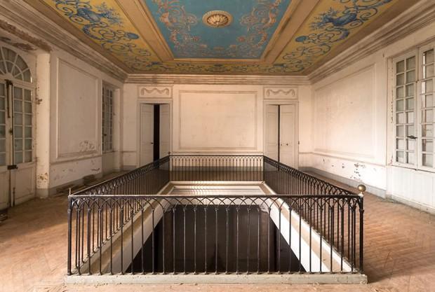 Cùng ngắm nhìn vẻ đẹp ma mị của 25 toà lâu đài và biệt thự bỏ hoang ở châu Âu - Ảnh 32.