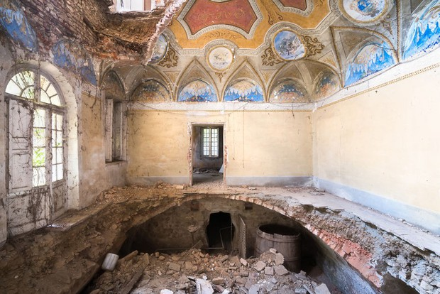 Cùng ngắm nhìn vẻ đẹp ma mị của 25 toà lâu đài và biệt thự bỏ hoang ở châu Âu - Ảnh 36.