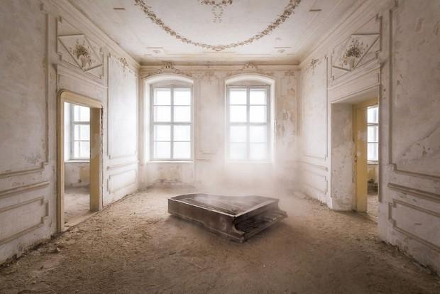 Cùng ngắm nhìn vẻ đẹp ma mị của 25 toà lâu đài và biệt thự bỏ hoang ở châu Âu - Ảnh 40.