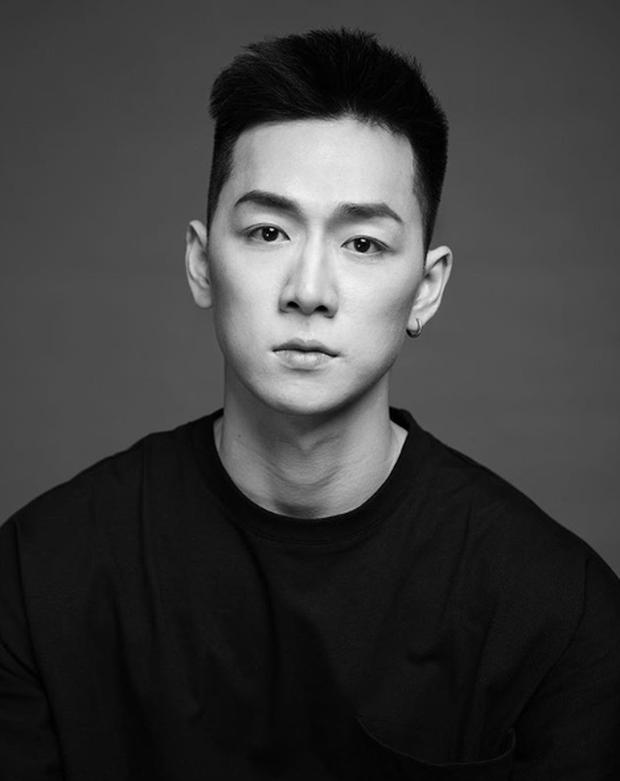 Ảnh ngày nhỏ của Ba Duy gây sốt vì vừa đẹp trai, vừa lãng tử như diễn viên Hongkong - Ảnh 2.