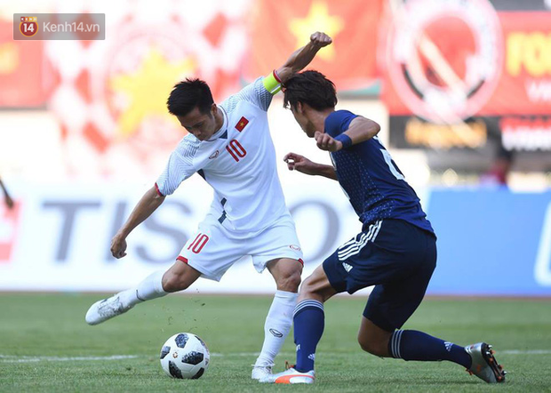 Huấn luyện viên, đội trưởng Olympic Nhật Bản ngả mũ thán phục Văn Quyết - Ảnh 1.