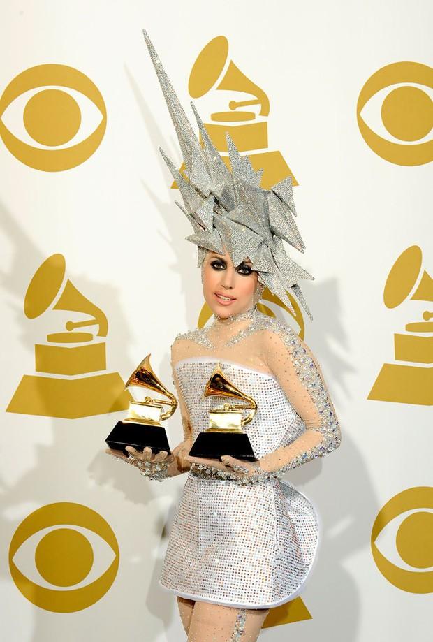 Lady Gaga đã ở đỉnh cao danh vọng 1 thập kỉ rồi đấy, bạn còn nhớ album huyền thoại ghi dấu cột mốc này không? - Ảnh 4.