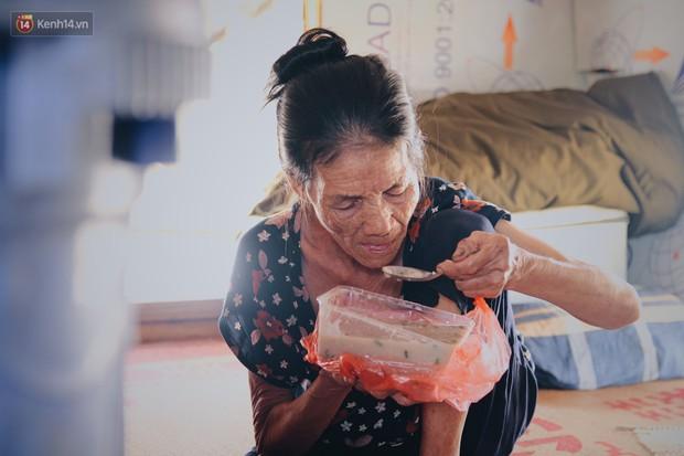 Ông cụ trong bộ ảnh Tình già bị đưa vào trung tâm bảo trợ xã hội khi đi nhặt ve chai: Mong ông được về sớm để bà đỡ buồn, đỡ khóc - Ảnh 12.