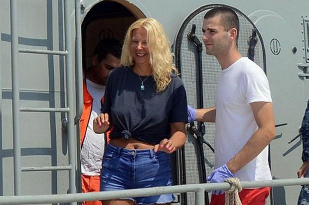 Nữ du khách Anh được cứu sống sau 10 giờ trôi trên biển Adriatic - Ảnh 1.