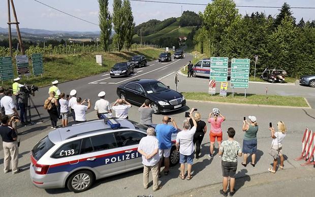"""Ảnh: Tổng thống Putin nhảy với cô dâu trong đám cưới bạn thân"""" ở Áo - Ảnh 11."""