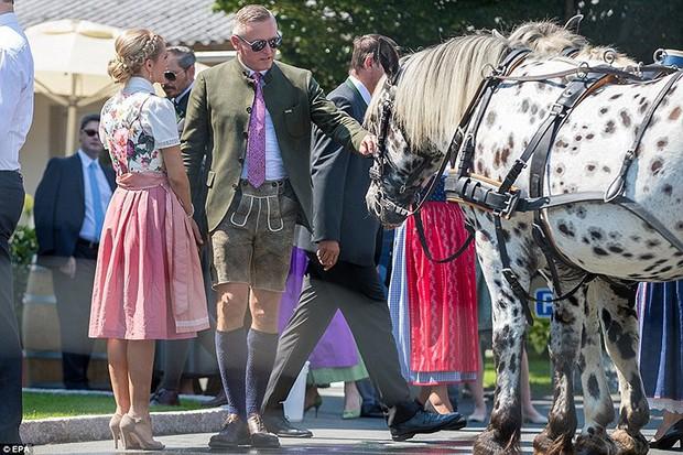 """Ảnh: Tổng thống Putin nhảy với cô dâu trong đám cưới bạn thân"""" ở Áo - Ảnh 14."""