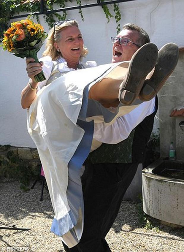 """Ảnh: Tổng thống Putin nhảy với cô dâu trong đám cưới bạn thân"""" ở Áo - Ảnh 18."""
