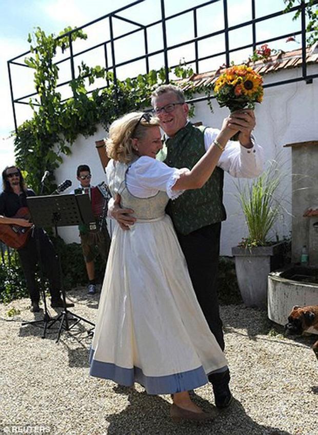 """Ảnh: Tổng thống Putin nhảy với cô dâu trong đám cưới bạn thân"""" ở Áo - Ảnh 19."""