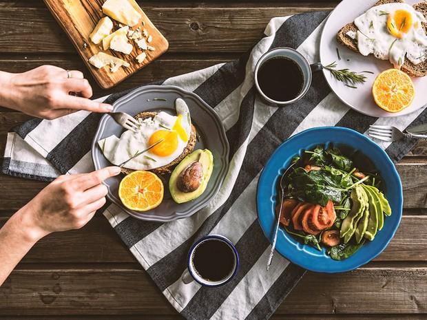4 nguyên tắc nên thực hiện vào buổi sáng để giảm mỡ thừa nhanh chóng - Ảnh 1.